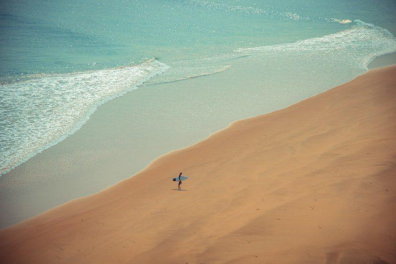 טיול גלישה לאנגולה - חופים בתוליים וגלים מושלמים